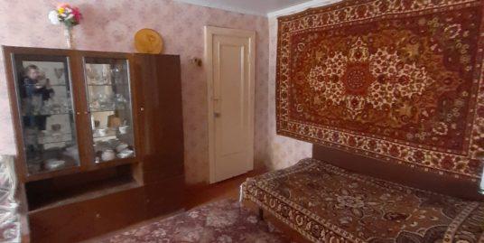 Продаётся 2-х комнатная квартира Строителей д.1
